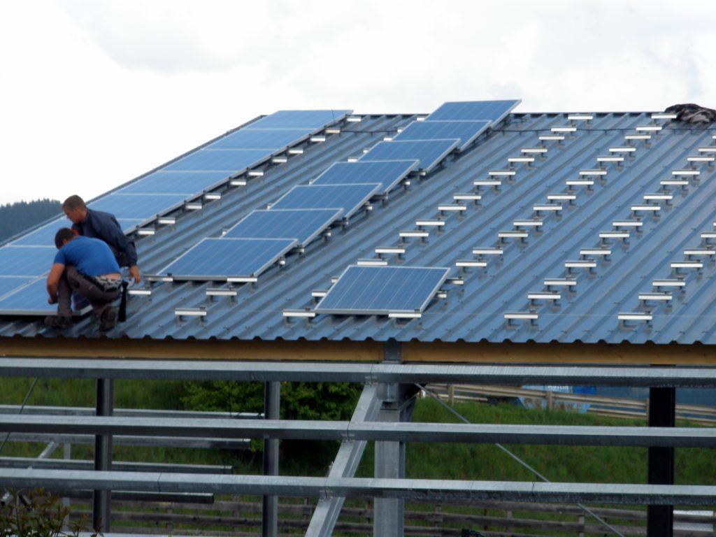 Installation von Photovoltaikanlagen in Edelschrott und Zeltweg