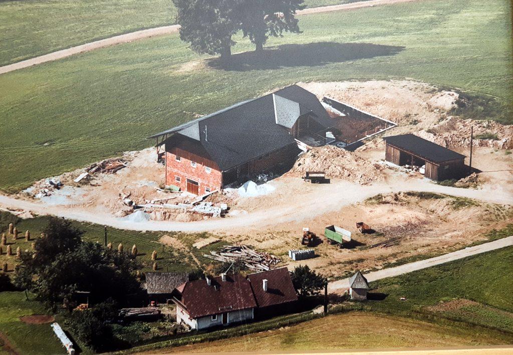 Bau zweistöckiger Stall
